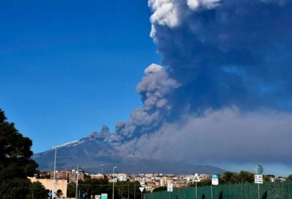 Italy's Mount Etna erupts and triggers an earthquake