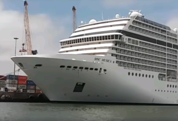 Cruise liner season boosts coastal tourism operations